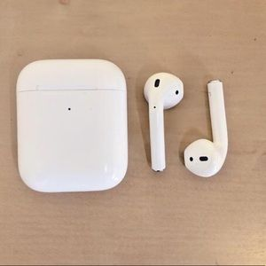 BRAND NEW•NEVER USED•AIRPODS